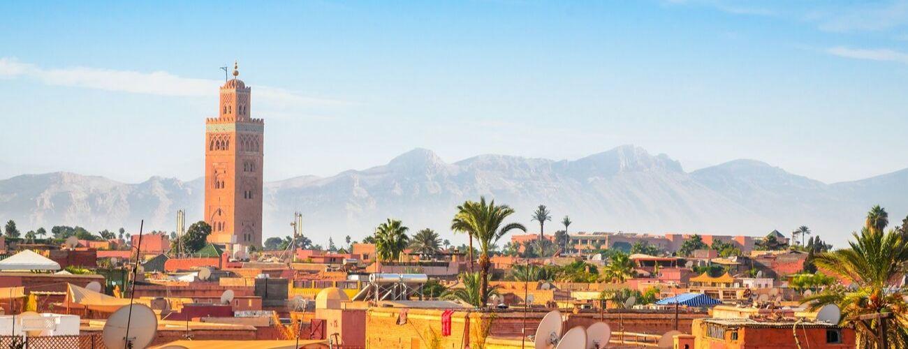 mosquée dans la place emaa EL Fna a Marrakech