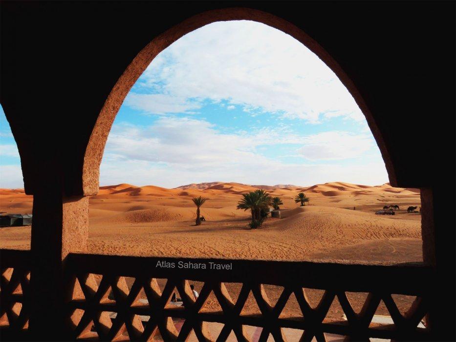 Vue panoramique du balcon à Merzouga
